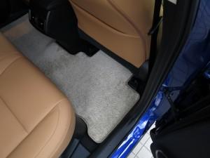レクサス NX 200t、300h 後部座席