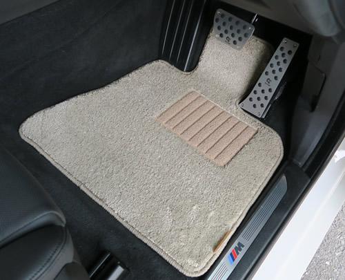 BMW F15運転席